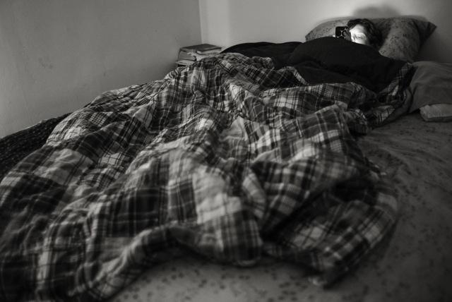 jenny-in-bed-02504